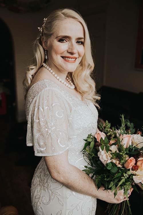 modern Hollywood waves natural bridal look vintage gold shades