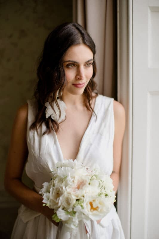 Bride -with -hair-down-relaxed-look- natural-makeup -look -modern-bridal-makeup-look