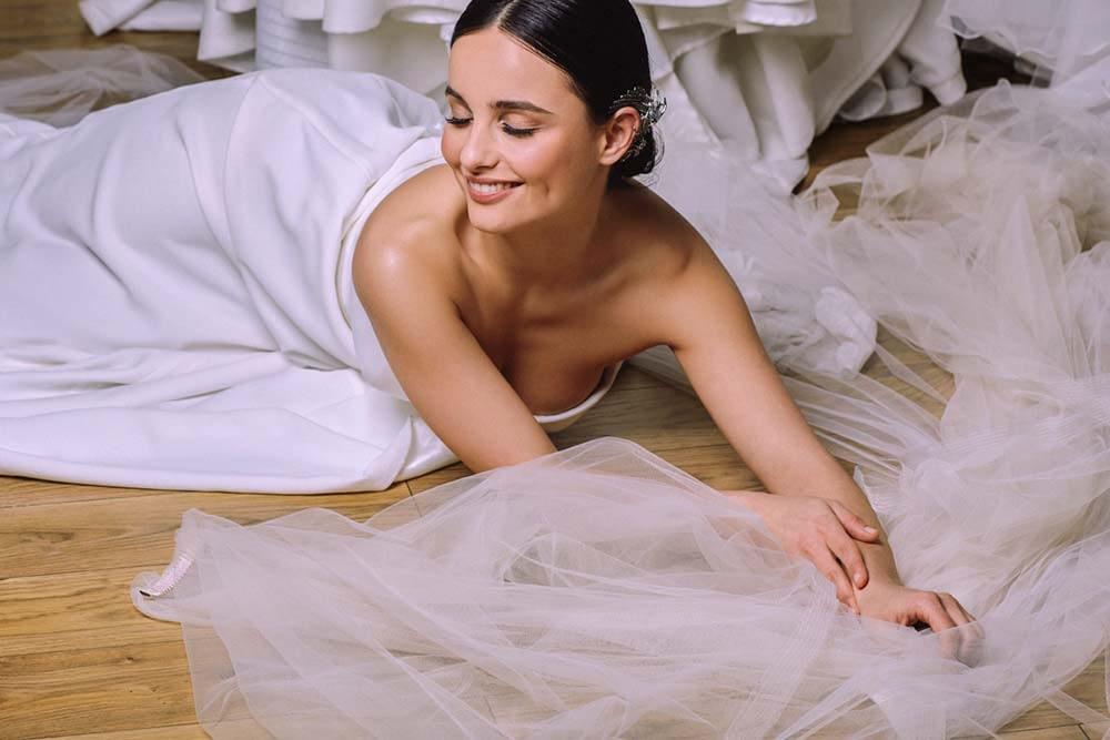 natural bridal makeup bride in a strapless dress