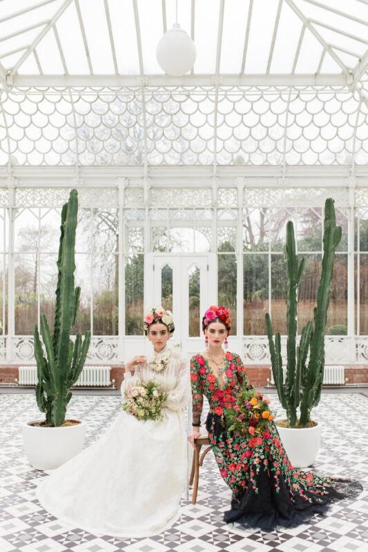 Bridal makeup look inspired by Frida Kahlo stunning flower crown
