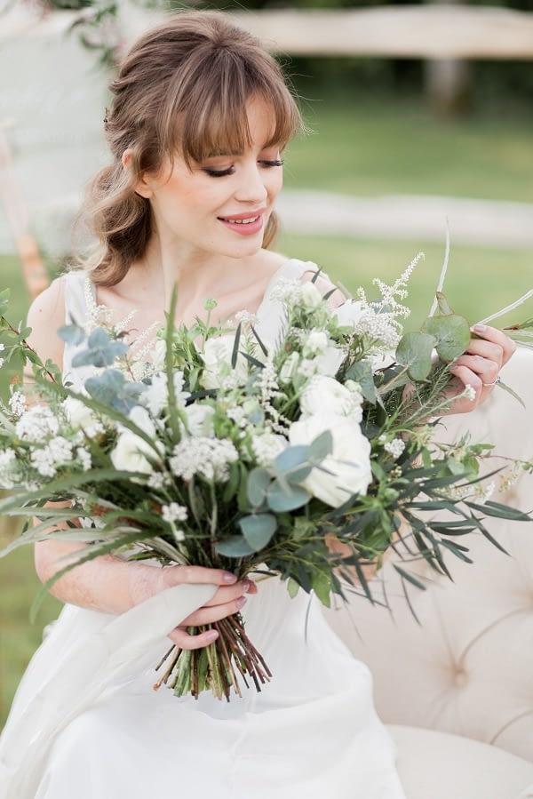 Romantic bridal makeup look bride holding a flower bouquet