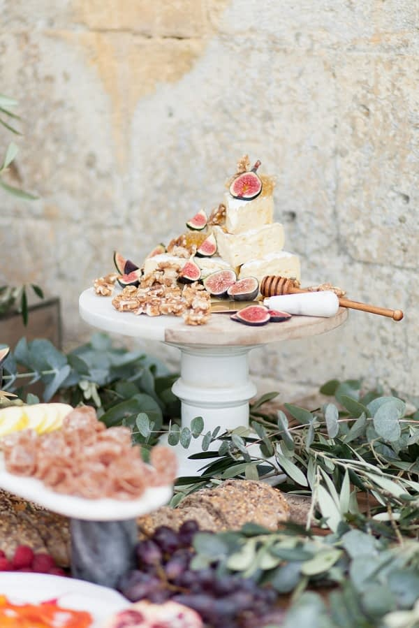 Italian style luxurious catering relaxed wedding modern bride countryside wedding