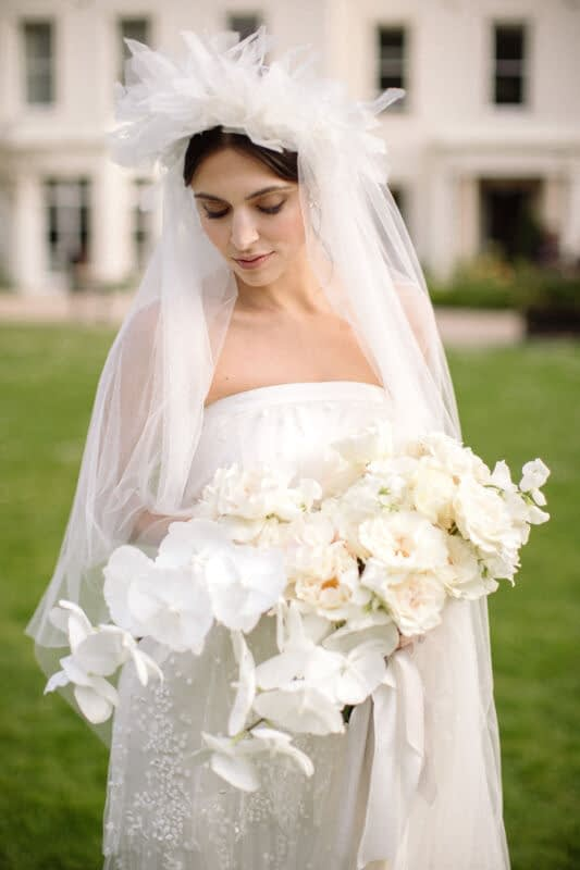 Bride -with -hair-down-relaxed-look- natural-makeup -look -modern-bridal-makeup-look-florar--statement-vail