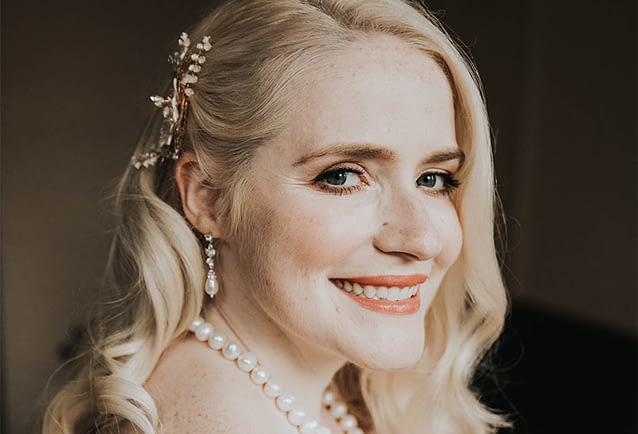 bridal -portrait- soft -hollywood -waves- natural -makeup- pale-skin-vintage-style-wedding -look